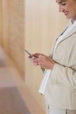 Mulher de negócio na pilha imagem de stock royalty free