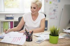 Mulher de negócio no escritório Imagem de Stock