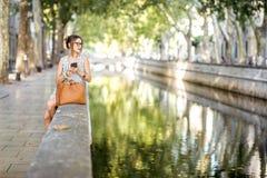 Mulher de negócio no parque Imagens de Stock Royalty Free