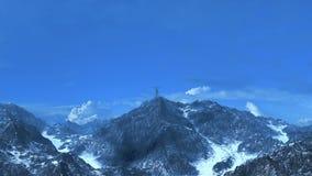Mulher de negócio no pico de montanha 3D-Rendering Imagem de Stock