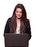 Mulher de negócio nova bonita com um portátil Foto de Stock