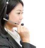 Mulher de negócio nova bonita de Ásia com auriculares Foto de Stock Royalty Free
