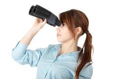 Mulher de negócio nova com binocular Fotos de Stock Royalty Free