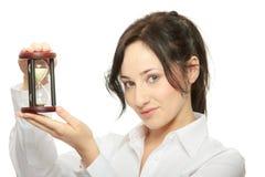 Mulher de negócio nova com hourglass fotografia de stock