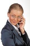 Mulher de negócio nova com telefone móvel Fotografia de Stock