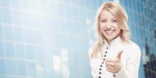 Mulher de negócio nova de sorriso Foto de Stock Royalty Free