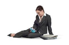 Mulher de negócio nova que joga com um brinquedo Imagem de Stock