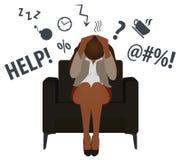 A mulher de neg?cio preta sobrecarregada e cansado ou o trabalhador de escrit?rio sentam-se em uma cadeira Esfor?o do neg?cio ilu ilustração royalty free