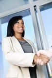Mulher de negócio que agita as mãos imagem de stock