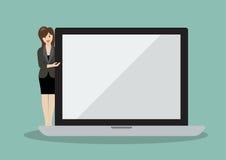 Mulher de negócio que aponta à tela de um portátil Imagem de Stock