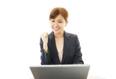 Mulher de negócio que aprecia o sucesso Fotos de Stock Royalty Free