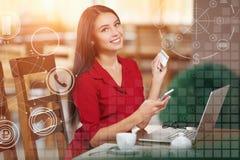 Mulher de negócio que compra em linha Foto de Stock Royalty Free