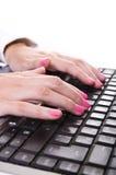 Mulher de negócio que datilografa em um portátil Foto de Stock
