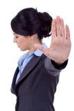 Mulher de negócio que faz o sinal do batente foto de stock