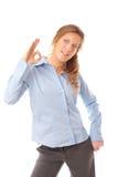 Mulher de negócio que faz o sorriso aprovado do sinal foto de stock