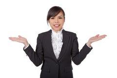 Mulher de negócio que mostra as mãos imagens de stock royalty free