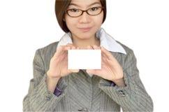 Mulher de negócio que mostra o namecard Imagens de Stock Royalty Free