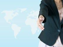 Mulher de negócio que oferece para o aperto de mão foto de stock royalty free