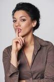 Mulher de negócio que pede o silêncio fotos de stock