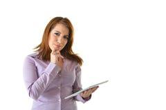 Mulher de negócio que pensa com tabuleta Fotos de Stock