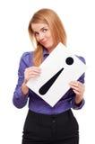 Mulher de negócio que prende a folha de papel branca fotografia de stock royalty free