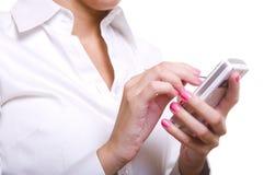 Mulher de negócio que prende um telemóvel Fotografia de Stock Royalty Free