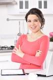 Mulher de negócio que trabalha em casa imagens de stock royalty free