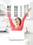 Mulher de negócio que trabalha em casa fotos de stock royalty free