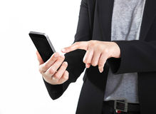 Mulher de negócio que usa seu smartphone no fundo branco. Fotos de Stock
