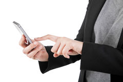 Mulher de negócio que usa seu smartphone no fundo branco. Imagens de Stock