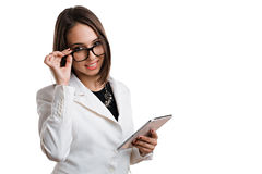 Mulher de negócio 'sexy' com vidros com a tabuleta em um fundo branco Foto de Stock Royalty Free