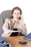 A mulher de negócio trabalha com a documentação II fotos de stock royalty free
