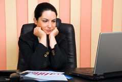 Mulher de negócio triste no escritório Imagens de Stock Royalty Free