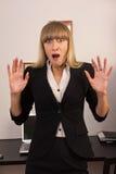 Mulher de negócios amedrontada em um escritório Imagem de Stock Royalty Free