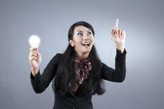 Mulher de negócios asiática com idéia Foto de Stock Royalty Free