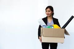 Mulher de negócios ateada fogo do suporte do trabalho apenas Imagens de Stock Royalty Free