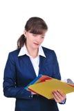 Mulher de negócios atrativa com dobradores Fotos de Stock Royalty Free