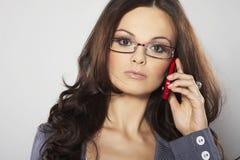 Mulher de negócios atrativa com telefone de pilha Fotos de Stock Royalty Free