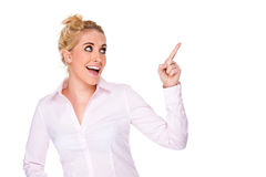 Mulher de negócios atrativa que aponta em algo Fotografia de Stock Royalty Free