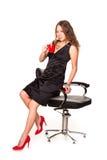Mulher de negócios atrativa que aprecia uma chávena de café e um sorriso Fotografia de Stock