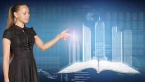 Mulher de negócios bonita, livro aberto, espacial Foto de Stock Royalty Free