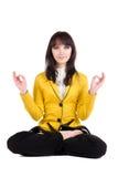 Mulher de negócios bonita que exercita a ioga. Fotografia de Stock