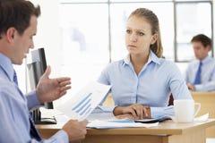 Mulher de negócios And Businessman Working na mesa junto imagem de stock royalty free