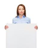 Mulher de negócios calma nova com placa vazia branca Imagem de Stock Royalty Free