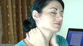 Mulher de negócios cansado e forçada Mulher Tired vídeos de arquivo