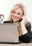 Mulher de negócios caucasiano atrativa loura Fotografia de Stock