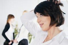 Mulher de negócios caucasiano pensativa no escritório Imagens de Stock