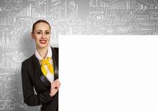 Mulher de negócios com bandeira vazia Fotografia de Stock
