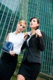 Mulher de negócios com braço ferido imagem de stock royalty free