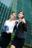 Mulher de negócios com braço ferido foto de stock royalty free